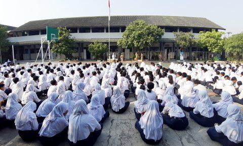 Edukasi Upaya Pencegahan Bunuh Diri di SMP N 9 Semarang