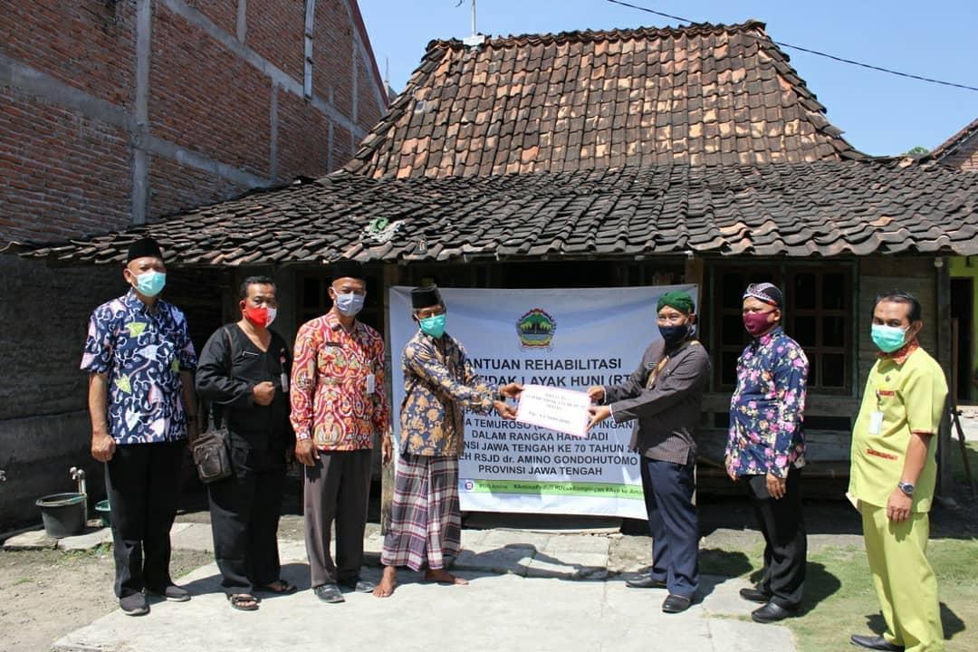 Bantuan Jamban Bagi Ibu Hamil dan Rehabilitasi Rumah Tidak Layak Huni (RTLH) Desa Temuroso Kec. Guntur Kab. Demak